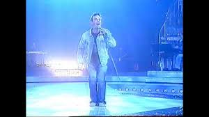 Robbie Williams in Supreme. Live in Italy - YouTube