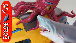 bathtub submarine adventure what sea animal toys are in the tub you
