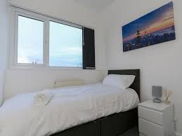 Vine House, Leeds, Guest House   Large 3 Bedrooms Apartment