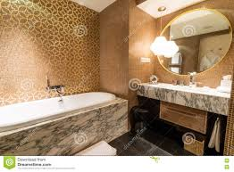 Luxus Ensuite Fünf Sternebadezimmer Im Schlafzimmer Stockbild Bild