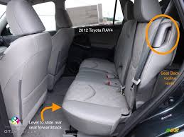 the center seat belt comes from the roof watch this for how to find connect and disconnect a seat belt that comes from the roof