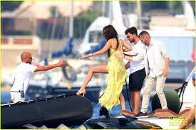 Bella Hadid & Rumored Boyfriend Marc Kalman Show Off Their Beach Bodies!:  Photo 4587106 | Bella Hadid, Bikini, Marc Kalman, Shirtless Pictures
