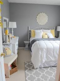 25 cool grey and yellow bedrooms that