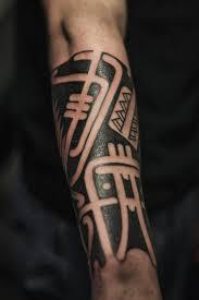 мужская тату полинезия на предплечье фото татуировок