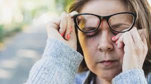 ماهي مضاعفات التهاب قزحية العيون - مجلة هي