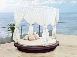Outdoor daybed – elegant patio furniture for a pleasant relax