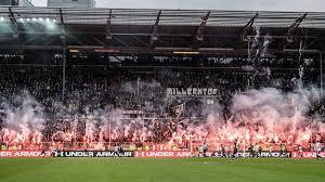 Hsv zeigt gegen dresden seine zwei gesichter; Nach Pyro Derby Gegen Den Hsv Hohe Geldstrafe Fur Den Fc St Pauli Sportbuzzer De