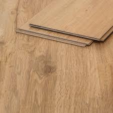 Fußboden und fußbodenbelag sind die am meisten strapazierten flächen der wohnung, entsprechend hoch ist auch der aufwand für reinigung, pflege, reparatur. Fussbodenheizung Geeignet E Pvc Planken Made In Germany Stark Strapazierfahiger Fussboden Belag Pvc Bodenbelag Xl Holzdielenoptik Rustikal Dunkelbraun Vinylboden In 2m Breite 1 5m Lange Pvc Baumarkt