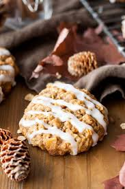 apple oatmeal. an apple crisp in cookie form! these caramelized oatmeal cookies are chewy, delicious