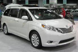 2010 Toyota Sienna Photos, Informations, Articles - BestCarMag.com