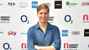 George Ezra Shoots Back To Number One In Uk Singles Chart Bt