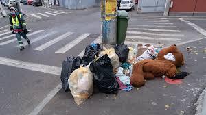 Fotografii cu invazia de gunoaie de pe străzile Sectorului 1 din București
