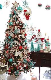 Love the touch of red and white. Turquoise and Red Christmas Tree  Decorations