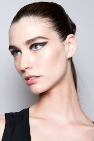 cleopatra eyes maybelline s head makeup artist yadim describes the look he created for cushnie et ochs as cleopatra goes to the htons