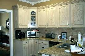 cleaning kitchen cabinets with vinegar cleaning inside kitchen cabinets pint ides cleaning kitchen cupboards with vinegar