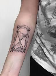 Tattoo At Chudaria Dotwork тату песочные часы дотворк татуировка