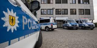 Ermittlungen zum tatmotiv würden auf hochtouren laufen. Messerattentat In Dresden Mutmasslicher Tater War Als Islamistischer Gefahrder Bekannt Politik Derstandard De Deutschland