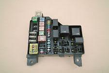 car fuses fuse boxes for volvo genuine volvo s40 v40 1996 2004 under bonnet fuse box 30859714 7254 1985