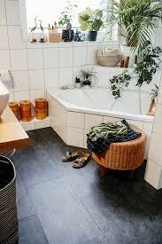 Vinylböden werden deswegen oft als designböden bezeichnet. Badezimmer Fussboden Makeover Wie Wir Klick Vinyl Uber Unsere Alten Fliesen Verlegt Haben Luziapimpinella