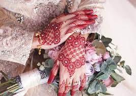 Kumpulan gambar henna tangan lengkap beserta cara membuatnya, tentunya bisa menjadikan referensi dan inspirasi bagi pemula atau seni yang dihasilkan dari henna ini terdapat banyak sekali, misalnya henna tangan atau inai tangan, henna kaki, henna pengantin, henna telapak tangan, dan. 30 Henna Tangan Simple Inspirasi Corak Inai Tangan Menarik