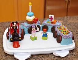 love this mickey mouse cake shaped like a train it s a really easy idea for