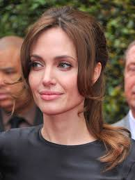 soft neutral shadows brightened angelina jolie s eyes at the premiere of kung fu panda neutral eyeshadow