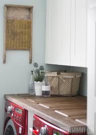 how to make a laundry room counter top from a door such a unique countertop idea laundry decoración de cuarto de lavado cuartos de lavado