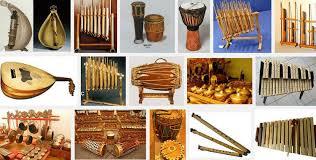 Dimana instrumen ini memiliki senar atau dawai yang dipetik menggunakan jari untuk menghasilkan bunyi yang indah. Jenis Alat Musik Tradisional Indonesia Dan Cara Memainkannya
