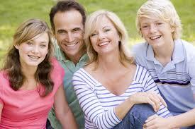 Résultats de recherche d'images pour «family on grass»