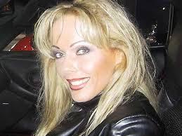 Nicole Trippelschritt, so heisst die 34-jährige Kelly Trump mit bürgerlichem Namen, stieg im Jahr 2001 aus dem XXX-Geschäft aus. In den Jahren zuvor hat die ... - Teaser-Kelly-Auto