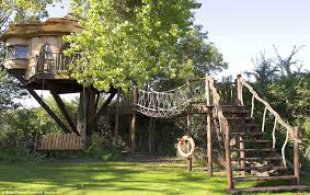 10 Of The Wildest Tree House LocationsLargest Treehouse In America