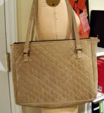 Make a Quilted Bag and Tote Your Laptop in Style - CraftStylish & Carry it in a made-to-fit quilted bag Adamdwight.com