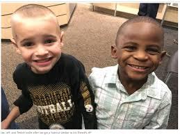 Hai cậu bé và bài học tuyệt vời về chống phân biệt chủng tộc   Giáo dục