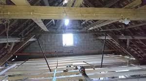 Dachlatten sind holzlatten, die als teil der dachstuhlkonstruktion die dachdeckung tragen. Die Schraube