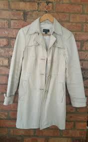 vintage retro 70s womens white leather trench coat fits upto a size 10 1 sur 2seulement 1 disponible vintage retro 70s womens white leather trench coat