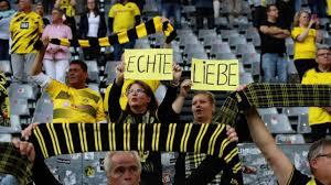 Von sieben spielen gewann der hsv drei, bei jeweils zwei unentschieden und niederlagen. 2 Bundesliga Fc Schalke 04 Gegen Den Karlsruher Sc Im Tv Berliner Morgenpost