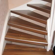 Zum verkauf steht ein schön geschnitztes handlaufendstück als delfinkopf gestaltet. Offene Treppe Renovieren