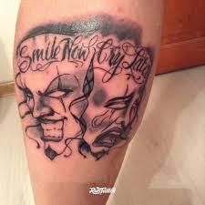 фото татуировки маски в стиле надписи черно белые чикано