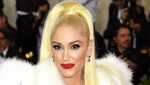 Gwen Stefani and Blake Shelton apply ...
