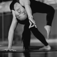 pure power with queenie phair hot yoga temp 25 30 level interate all levels