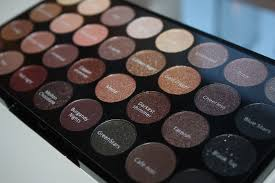 palette 8 although this is a minor del and in no way affects the quality of the eyeshadows makeup revolution flawless