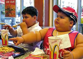 Resultado de imagen de niños tomando coca cola