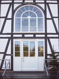 Ein Kunstwerk Von Einer Haustür Weiße Rahmentür Mit Sprossen Und