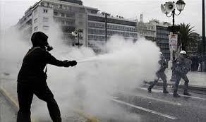 اليونان - اشتباكات بين الجيش ومحتجين في اثينا