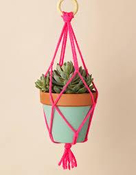 how to make a macramé plant hanger