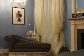 Below I have compiled some reasonably priced decor that is inspired by Blair  Waldorf's bedroom.