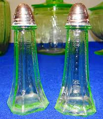 1930 s green depression glass anchor hocking princess salt pepper shaker set