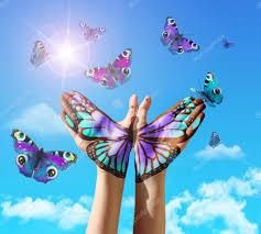 фото тату бабочки на руке руки и бабочки стоковое фото
