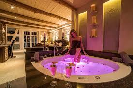Find spas near you and book effortlessly online with tripadvisor. Wellnessurlaub In Der Wellness Suite Mit Whirlpool In Thuringen Spa Villa