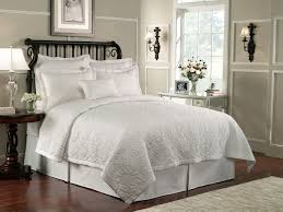 luxury white colored bedding quilt set with square